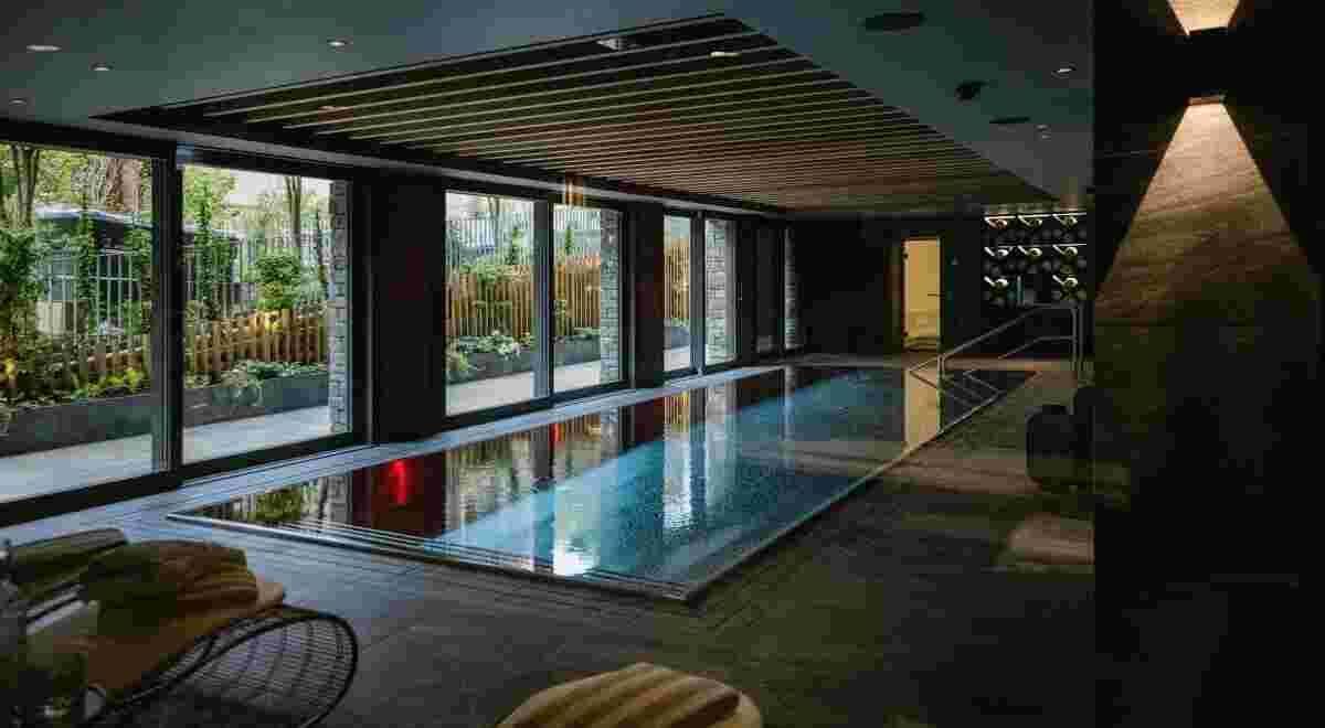 Grindelwald Bergwelt Hotel Fire Ice SPA indoor pool1