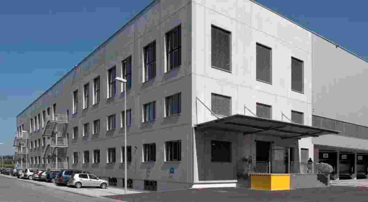 Web Emmen Logistikgebäude Foto1